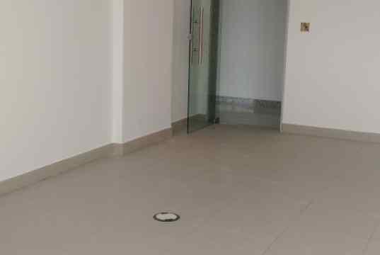 Sala comercial com kit de acabamento instalado