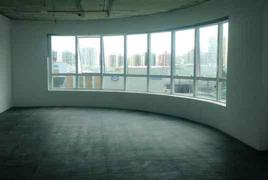 Sala comercial com infraestrutura de piso elevado
