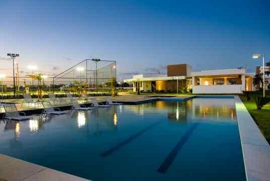 Imagem real da piscina adulto com raia de 25m - CONDOMÍNIO