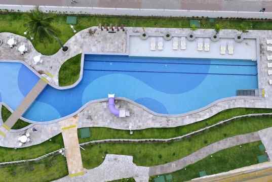 Imagem real da vista das piscinas